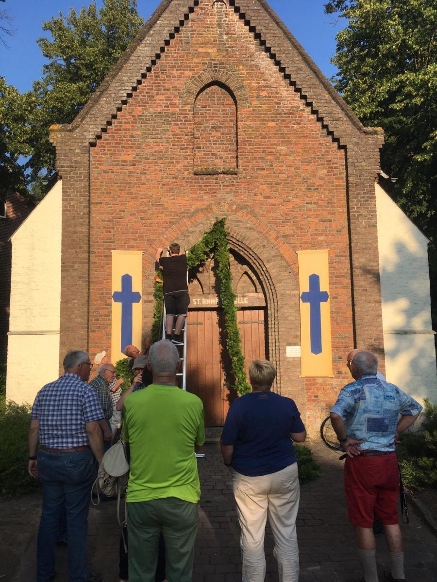 Kränzen der Annakapelle